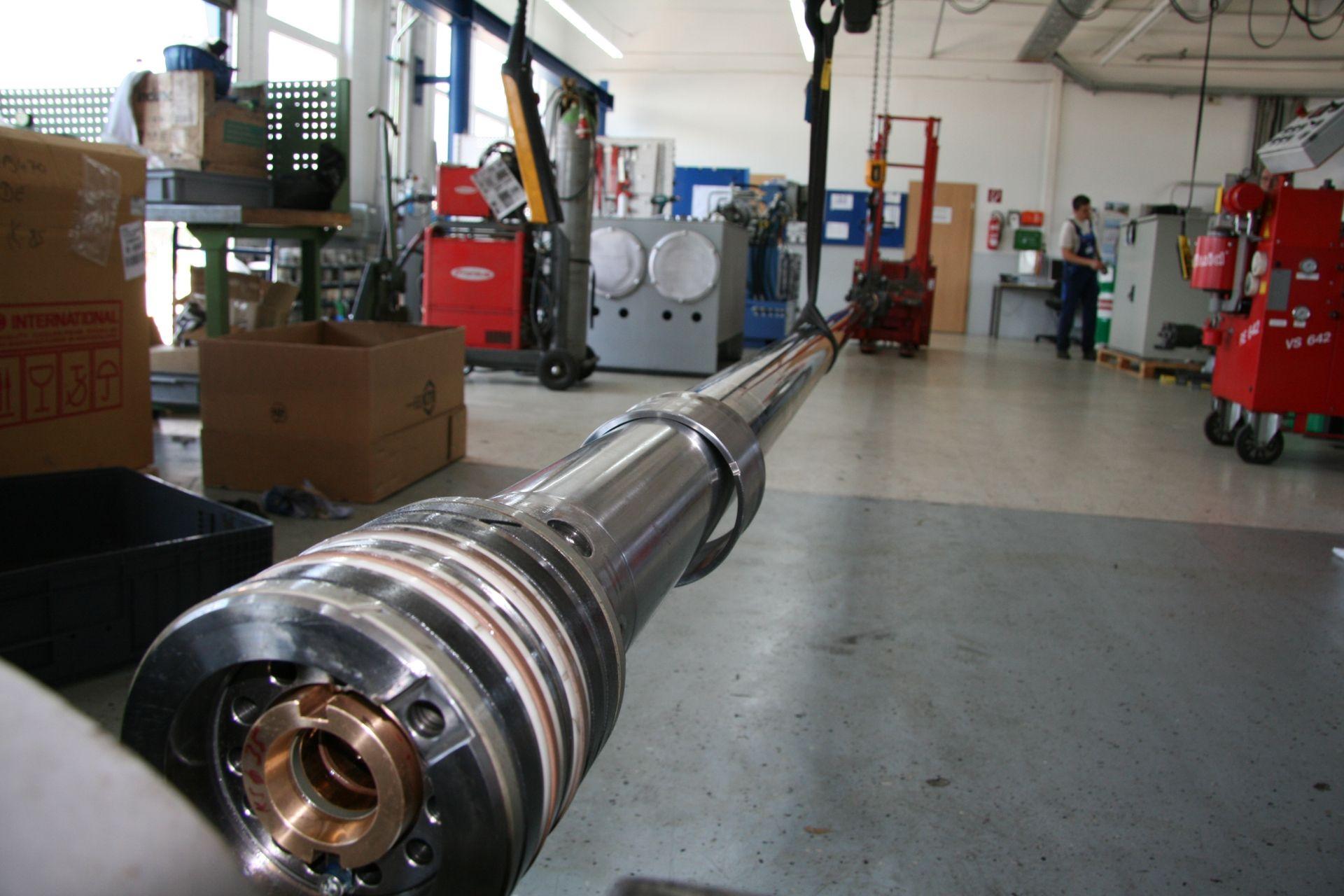 Ein reparierter Hydraulikkolben vor der Montage des Hydraulikzylinders