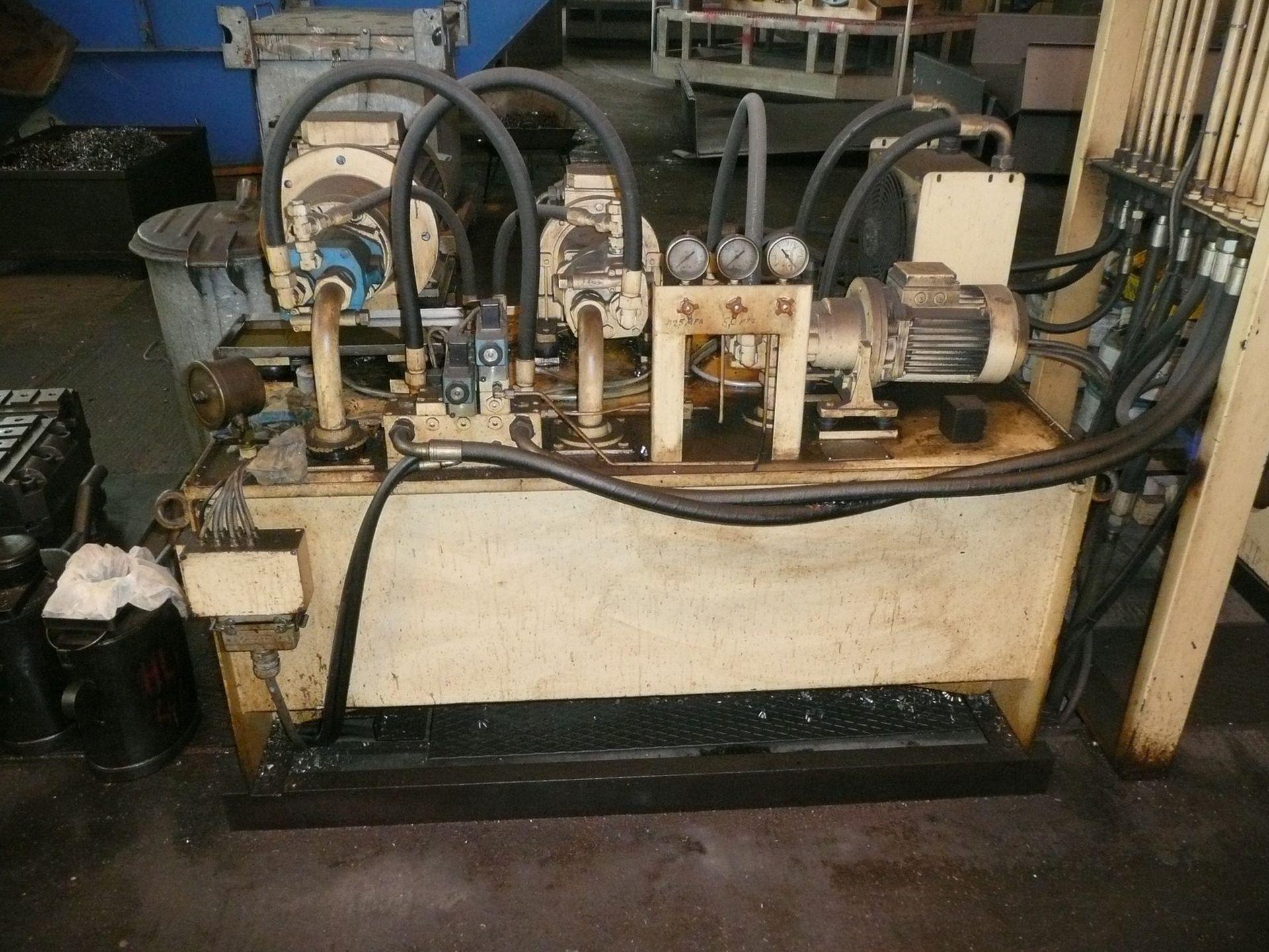 Ein altes reparaturbedürftiges Hydraulikaggregat